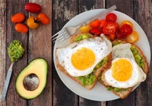 اهمیت صبحانه در رژیم غذایی و رژیم درمانی تعبیه شده در نرم افزار رژیم درمانی هایپردایت